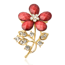 2015 New Arrived Fashion Retro Gold Alloy rhinestone brooch Resin Flower Shape Female Brooches for women pin up broche jewelry