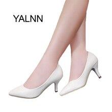Yalnn женская обувь на высоких каблуках новые Мода 2016 г. женские кожаные каблук 7 см черные и белые туфли для деловых женщин