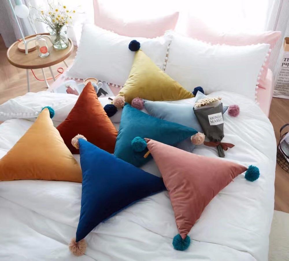 Acheter 50 cm Simple balle gland triangle oreiller canapé lit voiture coussin doux couleurs oreiller siège jet de nouveau coussin maison almofada coussin de back cushion fiable fournisseurs