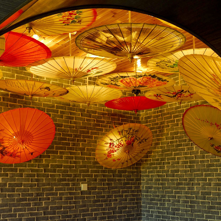 Sichuan pékin opéra Facebook motif parapluie Super marché centre commercial suspendu parapluie danse à la main chinois huile papier parapluie spectacle