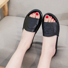 Koovan Summer Mum Shoes Genuine Leather Sandals 2018  Middle-aged Women's Shoes Flat Casual Slipper Sandals And Slippers Women summer womens shoes middle aged elderly mothers leather shoes mueller sandals wearing thick heel baotou slippers women yasilaiya