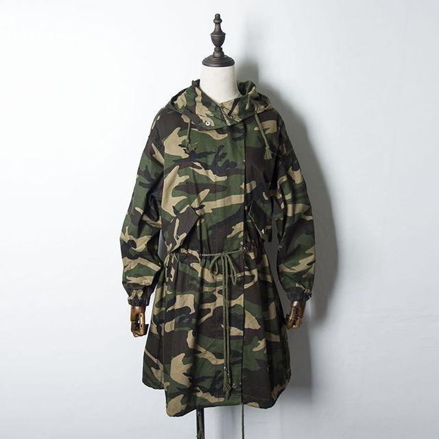 2016 Otoño Nueva Gabardina Camuflaje Verde Del Ejército de Las Mujeres de Europa y América de Algodón Delgada Floja Larga Trinchera 91201