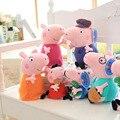 Um Conjunto (4 pcs) 30 cm * 2 + 19 cm * 2 Brinquedo De Pelúcia George Porco Família Pai mãe Avós Stuffer Brinquedo De Pelúcia Rosa Porco Dos Desenhos Animados Boneca Figura