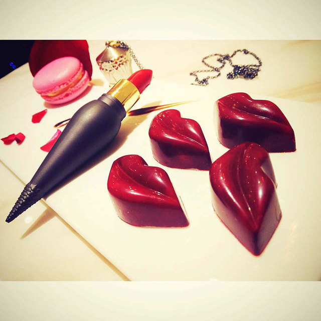 hot Cosmetics Necklace new best-selling fashion Queen's scepter red high heels red shoes carrot lipstick makeup package material