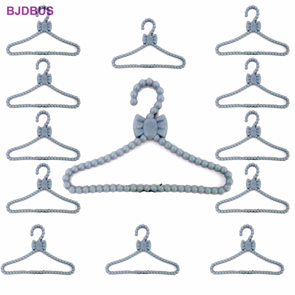 20 PCS / Lot Lovely Gray Hangers Mini Cute Wardrobe Dress Coat Clothes Plastic Accessories For Barbie Doll Dollhouse Gift Toy