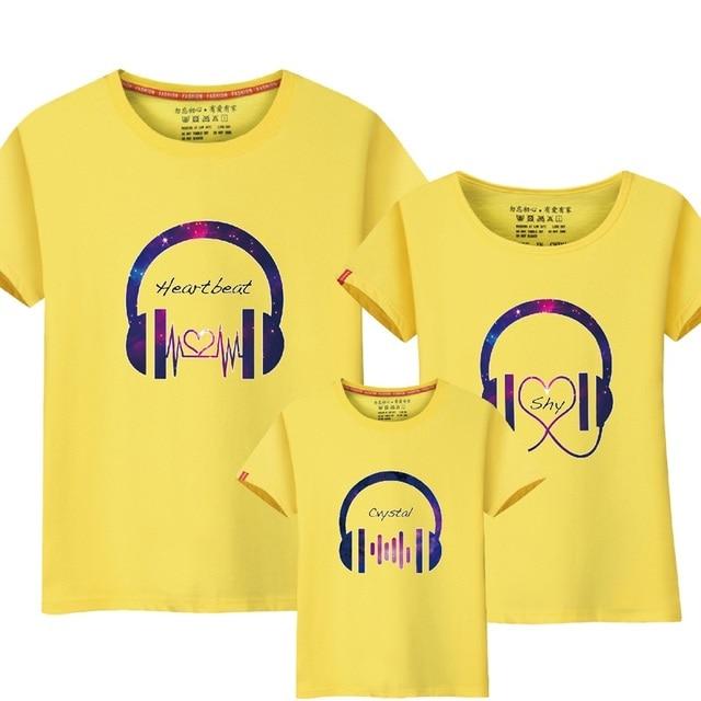 19008f1570da Pai Mãe Filho 2017 Família Roupas Combinando Música Engraçado Design de  Roupas Da Família Mãe e