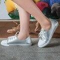 De Moda de corea 2017 Nuevos Pisos de Las Mujeres Zapatos Blancos Negros Atan Para Arriba Zapatos del Tablero Ocasional de Vulcanizar SMYPDF-B0003