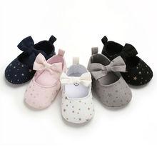 Милое летнее платье для маленьких девочек с бантом детская обувь, Новорожденные с бантом для маленьких девочек на мягкой подошве для младенцев противоскользящие носки принцессы спортивная обувь