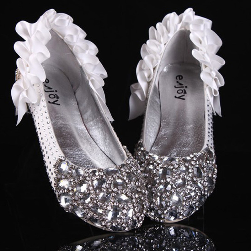 25a32c0b9a0a 2018 Luxury Flat Heel Sparkling Crystal diamond Flat Shoes bridal shoes  Romantic Dancing wedding shoes-in Women s Flats from Shoes on  Aliexpress.com ...