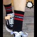 2016 modelos de passarela de moda hip hop limite estilo listras vermelhas vetements tricô meias pretas em meias tubo meias homens e mulheres