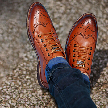 New Spring Autumn Style Bullock Carved Men Casual Shoes Fashion Pointed Toe Thick Heel Low Top Lace Up Male Oxfords Shoes