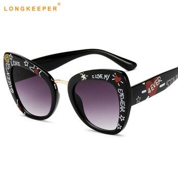 bb3218e88f612 Surdimensionné lunettes de soleil yeux de chat femmes marque de luxe 2019  cateye lunettes amour forme élégant graffiti lunette de soleil femme