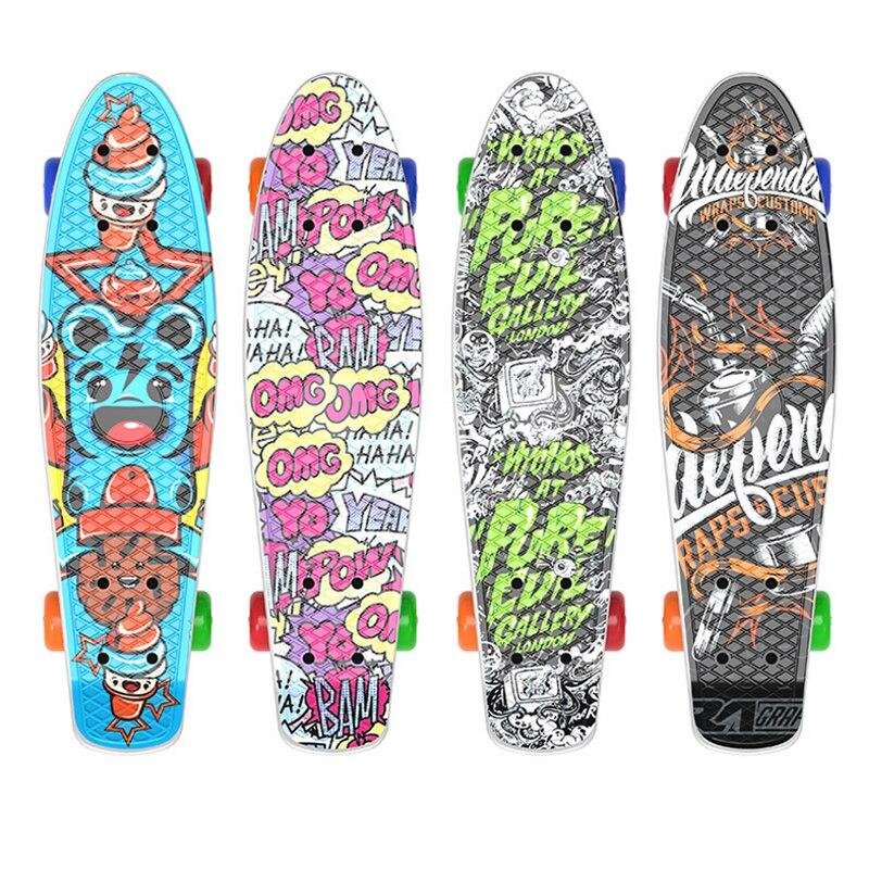 Mini Cruiser de cuatro ruedas de 4 colores más calientes 22 pulgadas Skate board cubierta completa Retro estilo clásico Mini Skateboard adulto o niños