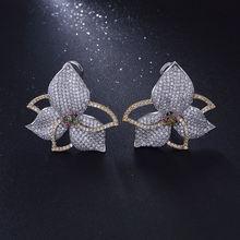 Женские серьги гвоздики с фианитами серебряного цвета