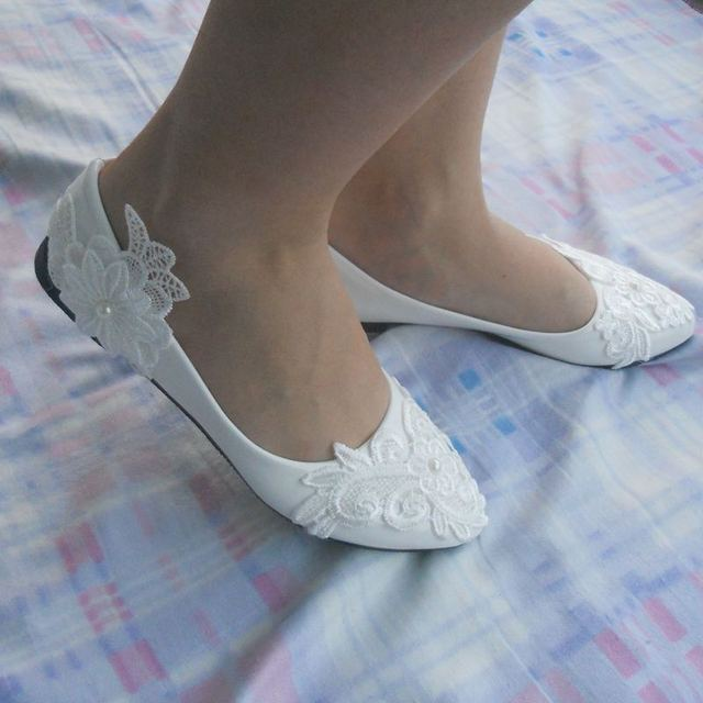 2017 New White Lace Pearls Flat Wedding Shoes For Female Spring Autumn Party Shoes Pointed Toe Large Size EU33-44 Dress Shoes