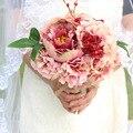 Mano que sostiene el ramo de novia de la boda de alta calidad Peonía desnudo rosa Broche de simulación Ramo de Novia de La Boda