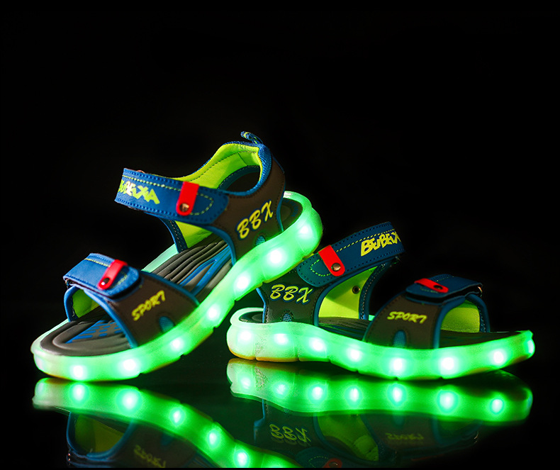 New 2018 fashion LED lighted girls boys sandals Hook&Loop USB recharged cute children casual shoes summer kids baby toddlers