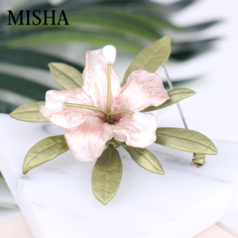 MISHA Brand New Design Flowers Shape Brooches For Luxury Fine Brooches For Women Wedding With Natural Freshwater Pearl Gift 2403