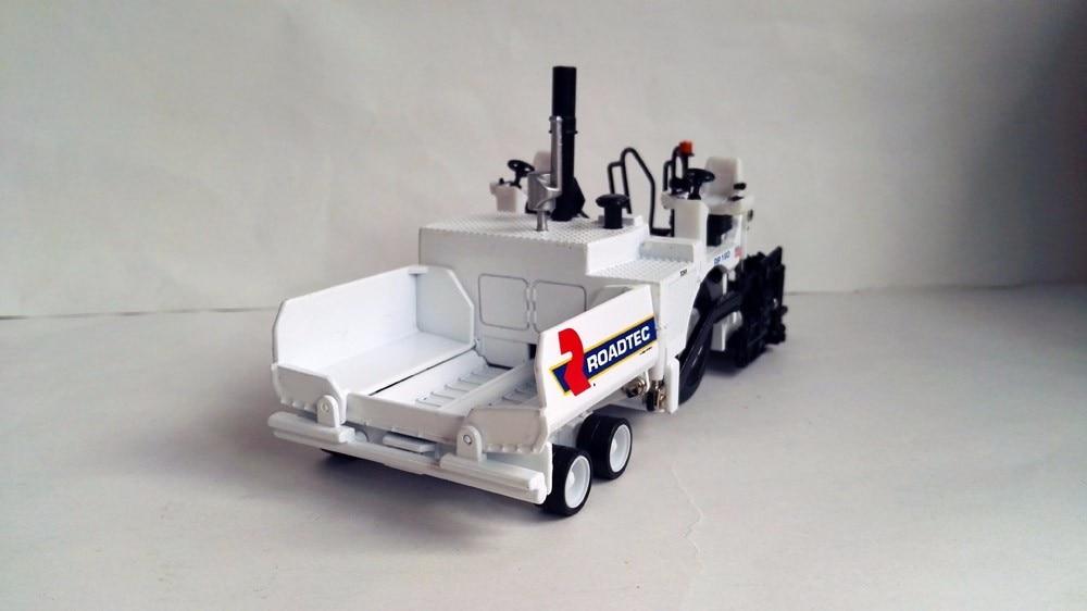N-584374 1:50 Roadtec RP190 игрушка-бетоноукладчик