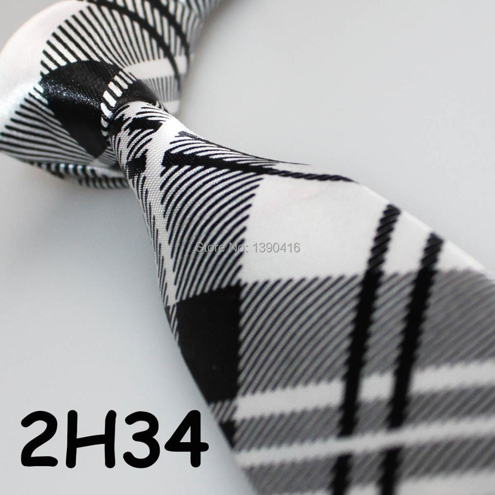 XINCAI Heavy discount ! Hot Sell ! 2018 Latest Style Fashion/Business/Casual White/black Grid Striped men suit ties/wedding ties