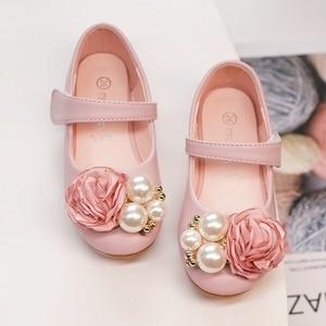 Image 5 - Dzieci księżniczka buty letnie dziewczyny sandały na sukienka dla dzieci skórzane buty kwiat perłowy moda dla dzieci sandały na płaskim obcasie wysokiej jakości