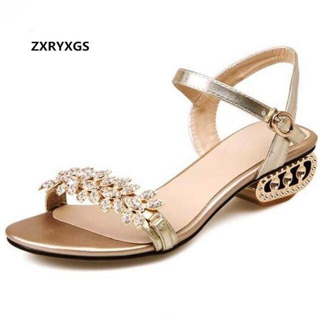 e79ecbc0b 2019 Novo Verão Sandálias Da Moda Strass Ouro Sapatos Sandálias Mulher  Sapatos de Couro de pele