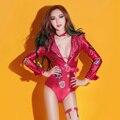 Dj cantante femenina de moda ds traje atractivo giraban ropa coches desgaste del funcionamiento