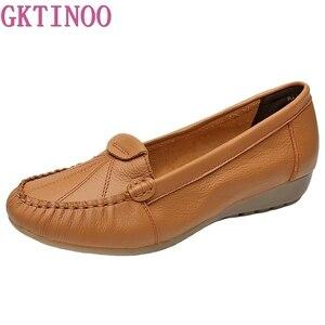 Image 1 - GKTINOO Plus Size 35 43 Vrouwen Flats Nieuwe Mode Echt Leer Platte Schoenen Vrouw Zachte Zool Enkele Schoenen Vrouwen schoenen