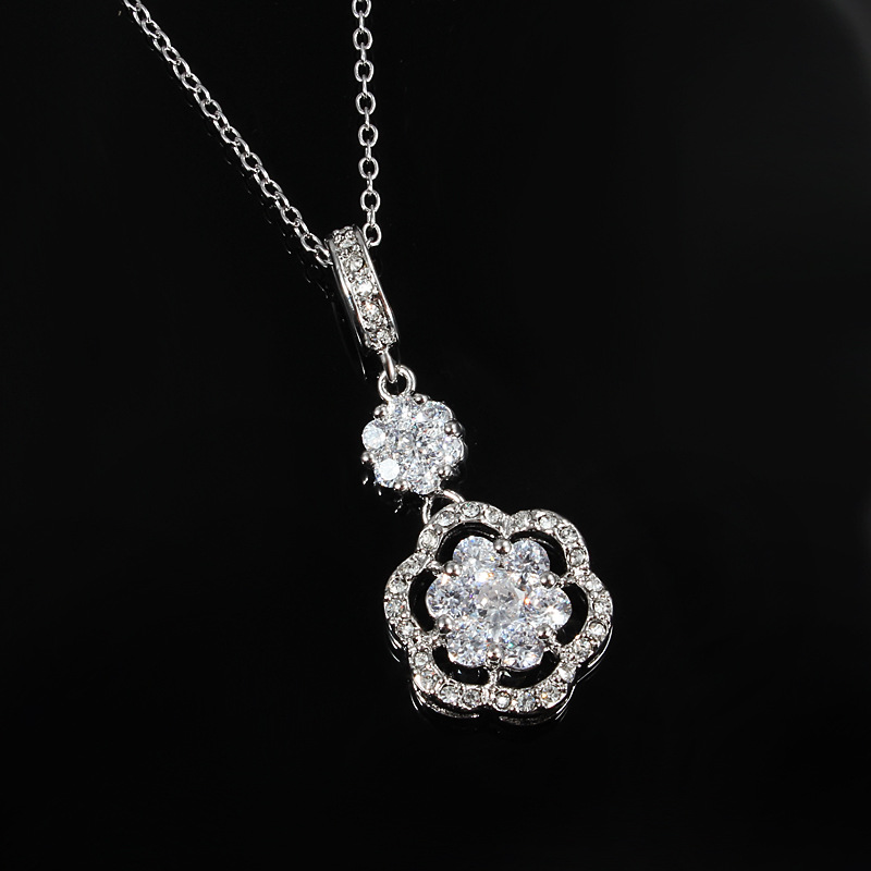 M&W JEWELRY Exquisite Rose Flower Flash CZ Exquisite Clavicle for Womens Necklace