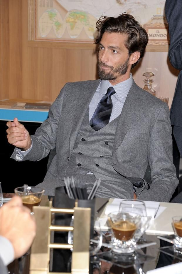 new arrival Summer Style 100 wool classic grey 2 button with peak lapel and 3 piece