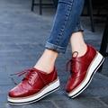 ROEGRE Plataforma Mujeres Pisos Oxfords Brogue Zapatos PU Leather Lace Up Punta estrecha Marca de Lujo Rojo Negro Enredaderas