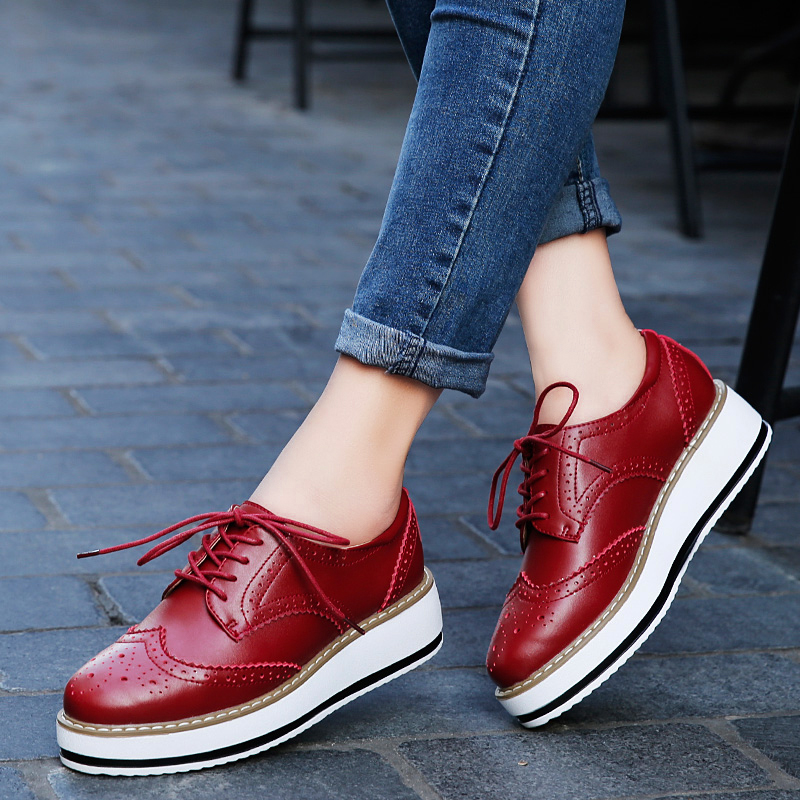 ROEGRE Women Platform Oxfords Brogue Flats Shoes PU Leather Lace Up Pointed Toe Luxury Brand Red Black Creepers qmn women genuine leather platform flats women laser cut square toe brogue shoes woman oxfords women leather creepers 34 42