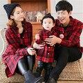 2017 Primavera Inverno Família Roupas Combinando Camisa de Algodão moda Bebê Menina malha Vermelha Mãe Pai & Filha Blusão