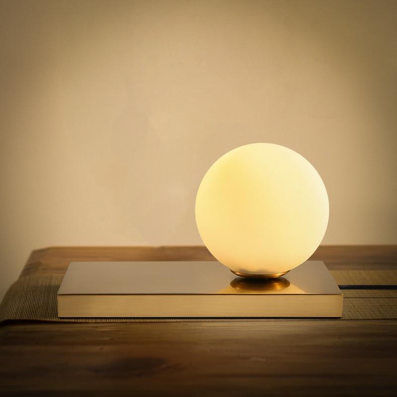 Nordic Ball Glass Table Lamp Bedroom Bedside Fashion Creative Desk Lampromantic fashion bedroom bedside Table Lamp