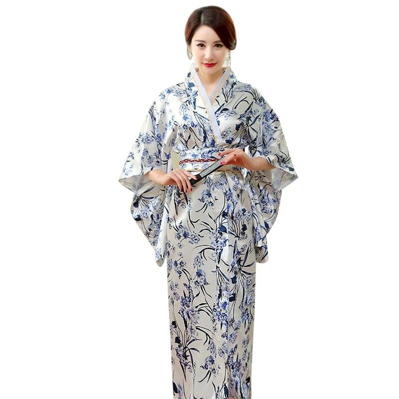 Vestiti Eleganti Kimono.Tradizionale Giapponese Del Kimono Delle Donne Lungo Elegante