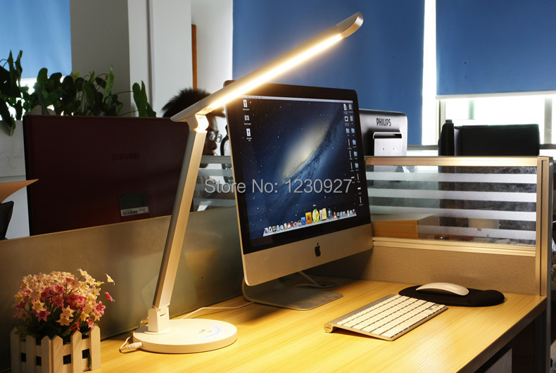 Livraison gratuite ship110V 220 V 7 W TZ-003U lampe de bureau pliante réglable dimmable Led poste de travail étudiant la protection des yeux lumière de lit-tête
