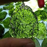 Hot Sale A+ Natural Moldavite green aerolites crystal Falling stone pendant energy apotropaic 15g 25g/ lot + free rope Necklace
