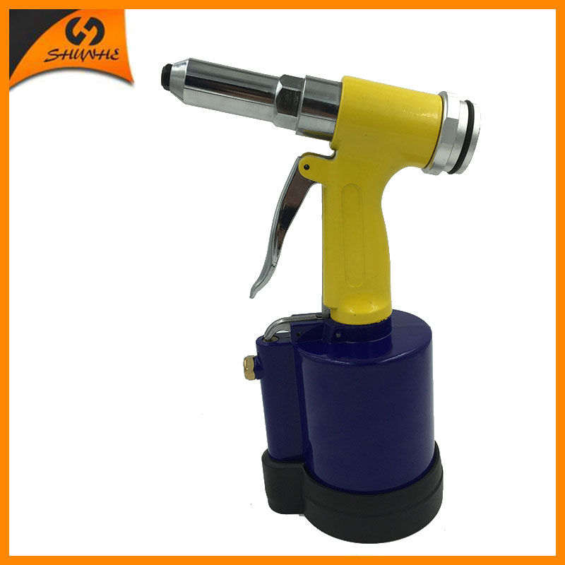 цена на SAT6634 High Quality Air Rivet Gun Power Tools Air Rivet Gun 3/16'' With Silencer&Rubber Base 3/16'' Pneumatic Riveter