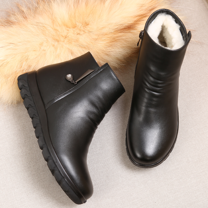Winter new middle aged women shoes wool women' s Mianxie leather flat mother shoes boots old cotton shoes