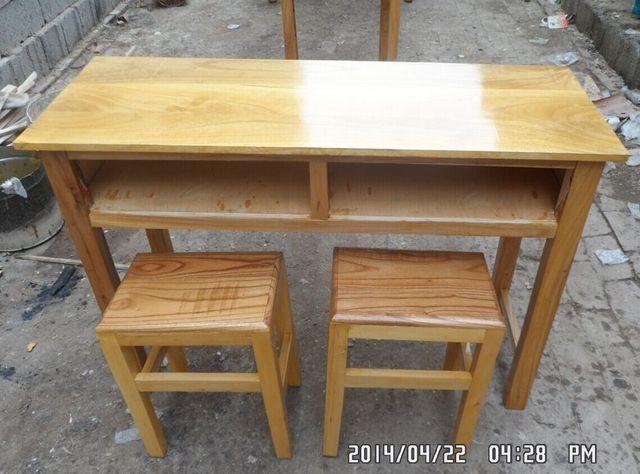 Legno massello tavoli e sedie per i bambini di imparare scrivania