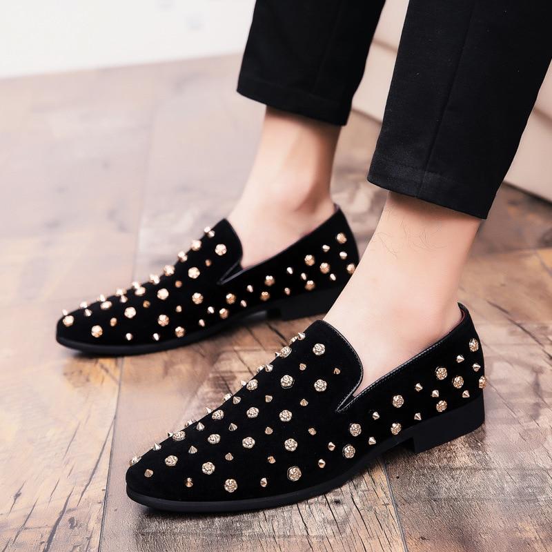 2019 erkek mokasen ayakkabıları Siyah Pırlanta Rhinestones Sivri erkek ayakkabısı Perçinler Casual Flats sneakers toptan Dropshipping