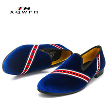 купить 2019 Men Party and Wedding Dress Shoes Men Velvet Loafers Smoking Slipper Italian Casual Shoes for Men по цене 2493.22 рублей