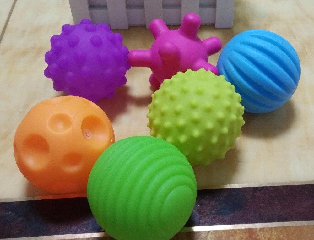 резиновый мяч рукой