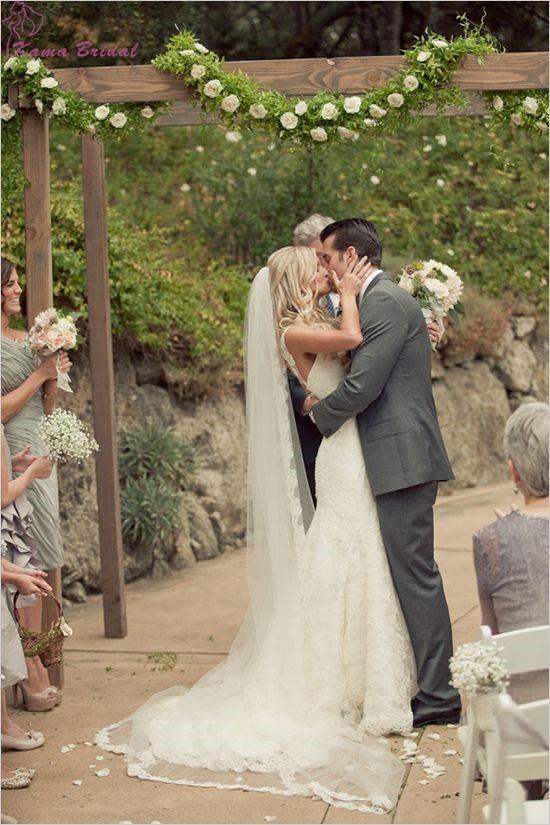 Romantic-Lace-Edge-Chapel-Length-Wedding-Veil-with-Comb-Hot-Sale-Long-Bridal-Veils-Cheap-Wedding