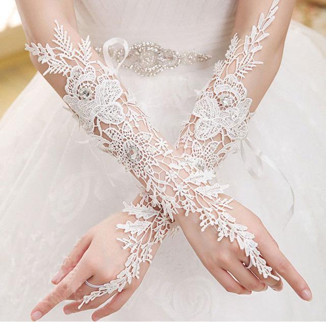 Branco marfim vermelho/preto 2016 frisado luvas de noiva se casou com longa seção de luvas de casamento de realizar rituais de luvas acessórios