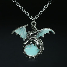 1Pc Fashion Game of Throne dragon Punk Luminous Dragon Pendants & Necklaces GLOW in the DARK Dragon Amulet(China)