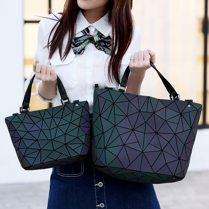 Women Summer Japan Bao Holographic Handbags Geometry Sequins Mirror Saser Plain Folding Shoulder Bags Luminous Tote Bucket Bag 2018 fashion bao bag women luminous sac bao bags tote geometry quilted shoulder bags saser plain folding handbags bolasa