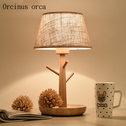 Nordic nowoczesny prosty drewniane biurko lampa pokój dzienny sypialnia lampka nocna osobowość twórcza LED oddział dekoracyjne lampa stołowa