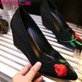 Vinlle 2017 mulheres bombas cunhas sapatos de salto alto pontas do dedo do pé de verão sapatos Bordar Senhoras Elegantes Do Casamento ou Do Partido Sapatos Tamanho Grande 34-42