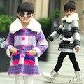 2015 мода зима девушки шерстяной теплую одежду и пиджаки свободного покроя стиль дети белый съемная искусственного меха воротник пальто